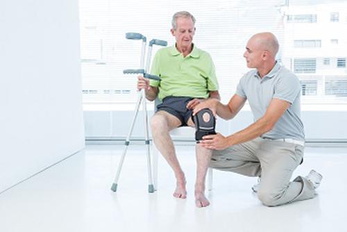 توانبخشی حرکتی سالمندان با فیزیوتراپی