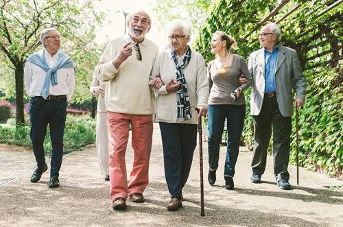 رفع مشکل حرکتی سالمندان با توانبخشی و فیزیوتراپی در منزل