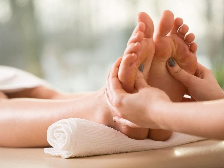 ماساژ برای داغ شدن کف پا