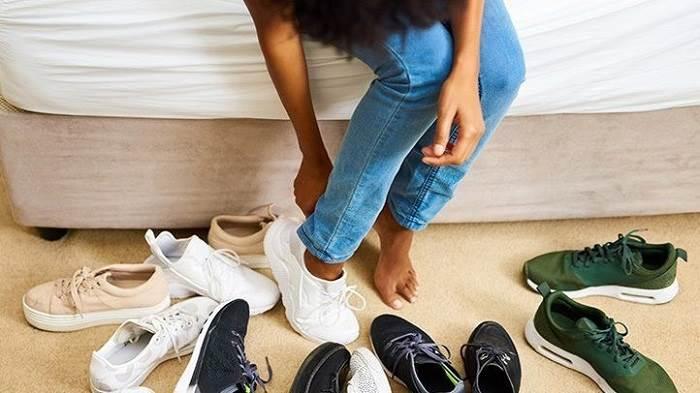 پوشیدن کفش های راحت و مناسب جهت پیشگیری از آرتروز زانو