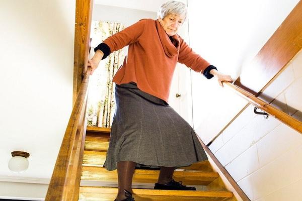 پیشگیری خطر زمین خوردن و آسیب در سالمندان